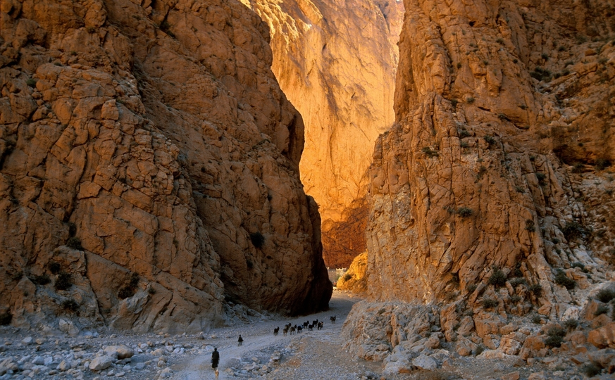 Tour to villages of Nomads via Ouzoud waterfalls 6 days / 5 nights